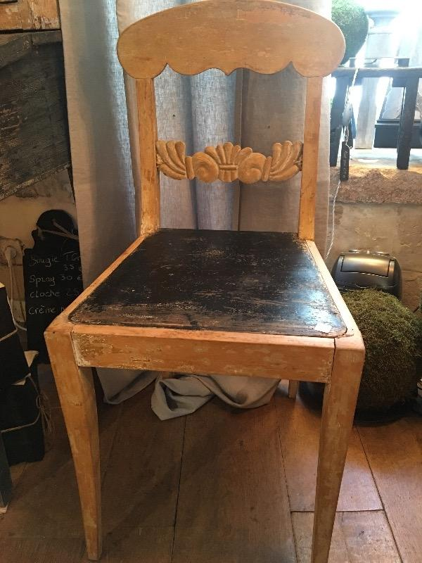 paire de chaises su doises nouveautes au temps des cerises. Black Bedroom Furniture Sets. Home Design Ideas